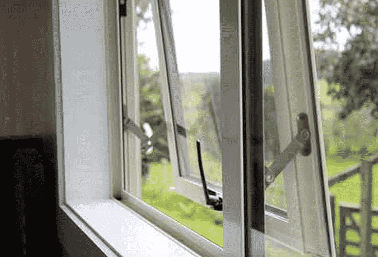 TOP TIPS TO CLEAN WINDOWS IN SPRING